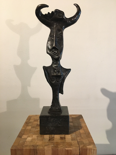 Vrije compositie,  bronzen beeld (massief), hoogte 53cm inclusief sokke